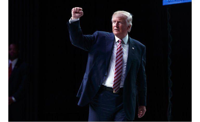 Trump vuelve a actitud combativa de primarias