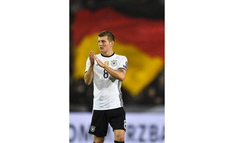 Kroos renueva contrato con Real Madrid hasta 2022