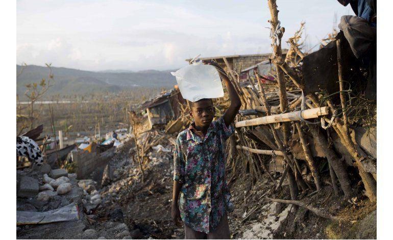 Buque de la Armada de EEUU en viaje de ayuda a Haití