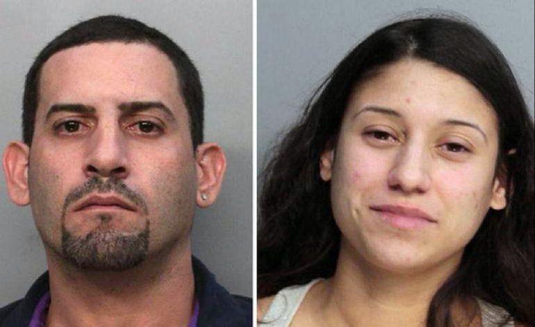 Encuentran a pareja inconsciente junto con dos niños en el interior de un auto