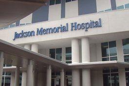 dos ninos entre la vida y la muerte luego de haber caido a una piscina en north miami