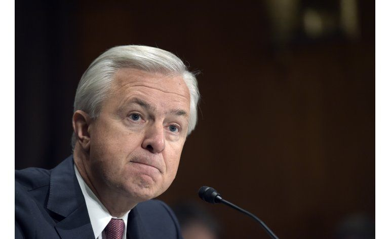 Director general de Wells Fargo renuncia tras polémica