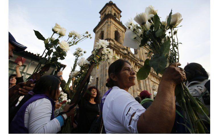 Colombianos marchan para que se respete acuerdo de paz