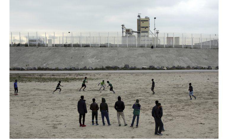 ONGs piden a la justicia que pare cierre del campo de Calais