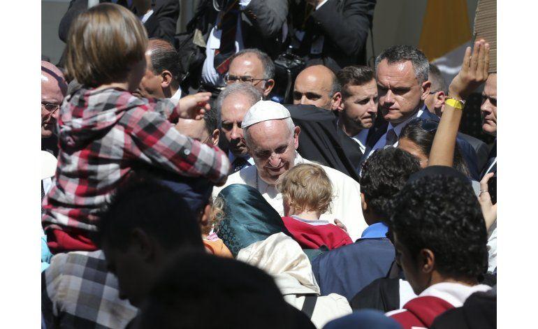 Papa censura repatriación de menores inmigrantes