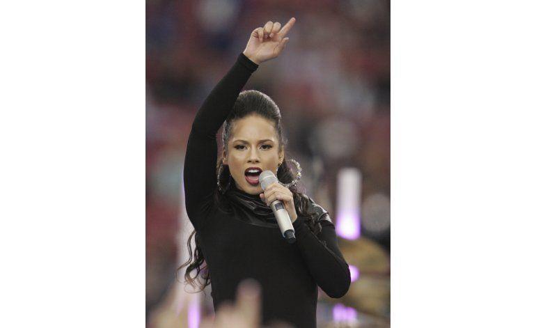 Tras protestas de Kaepernick, cantantes cuestionan el himno
