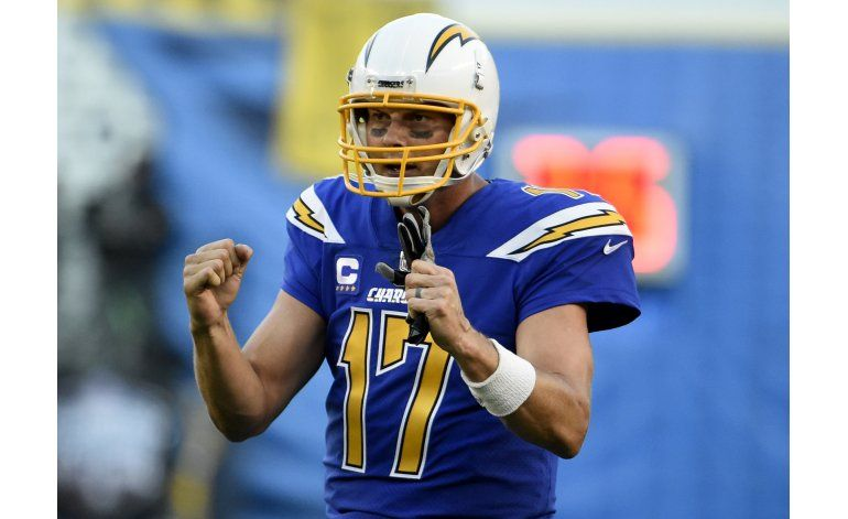 Rivers rebasa a Fouts y Chargers vencen a Broncos