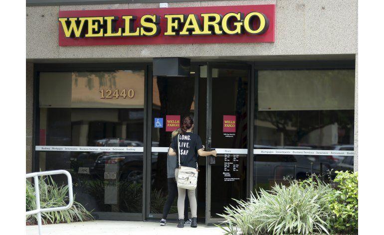 Tras el escándalo, el daño a Wells Fargo se vuelve evidente