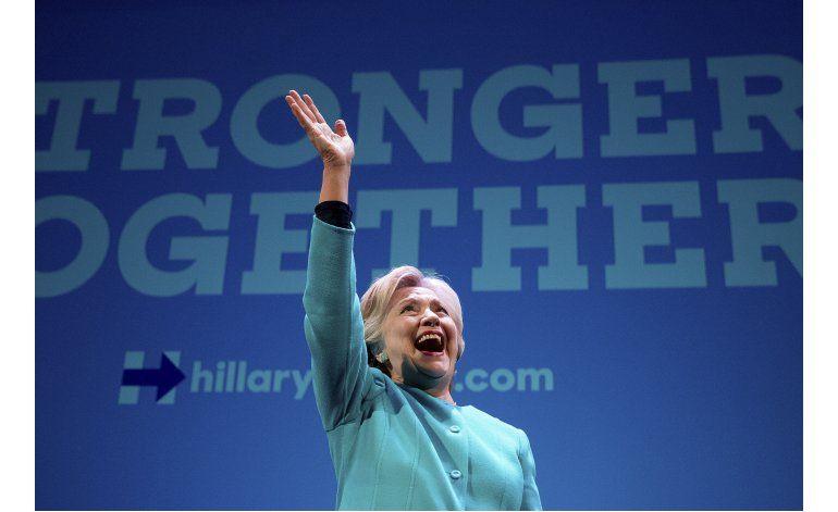 No todo es política para Clinton: recibe dosis diaria de fe