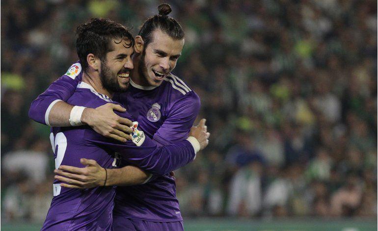 Goleadas de Barcelona, Madrid y Atlético, que sigue líder