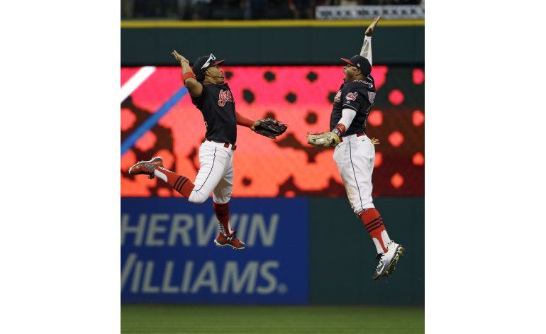 Cleveland amansa los bates de Azulejos y saca ventaja 2-0