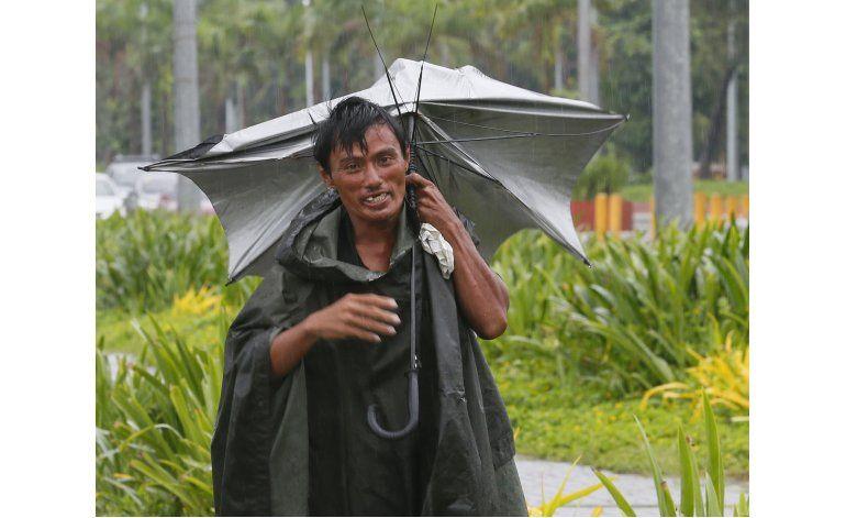 Tifón deja 2 muertos y miles de varados en Filipinas