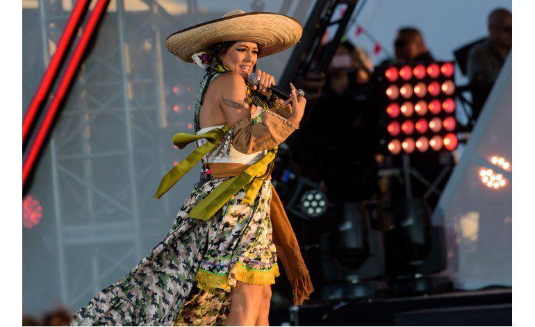 Latinos cantan por la unión y la diversidad en la frontera