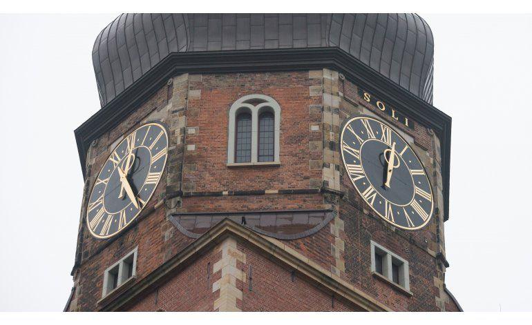 Cae minutero de reloj de iglesia en Hamburgo; no hay heridos