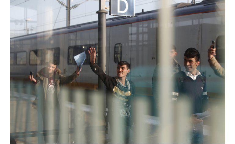 Jóvenes refugiados en Calais buscan nueva vida en G. Bretaña