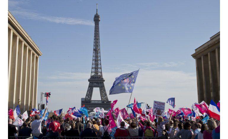 Miles marchan en París contra el matrimonio gay