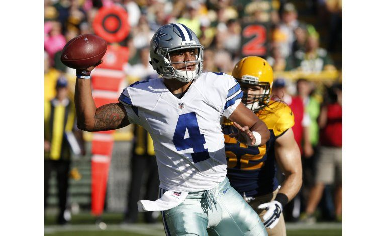 Prescott lanza para 3 TDs, Cowboys despachan a Packers