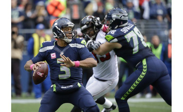 Wilson orquesta reacción de Seattle para vencer a Falcons