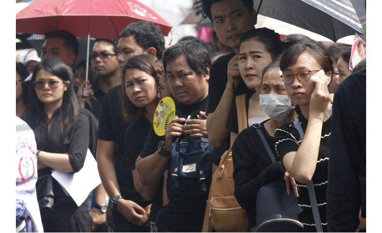 El duelo por el rey de Tailandia se convierte en ira