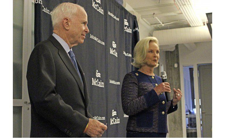 McCain insinúa disputa con demócratas por Corte Suprema