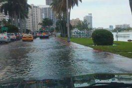 residentes de miami beach despertaron bajo los efectos de la marea alta
