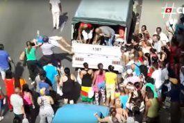 fuerte operativo policial contra cuentapropistas en la calle monte en la habana, cuba