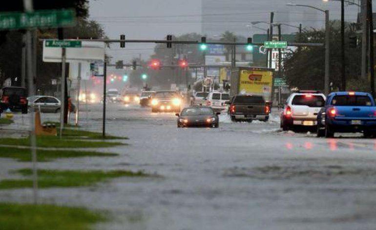 Marea alta inunda zonas de Miami Beach