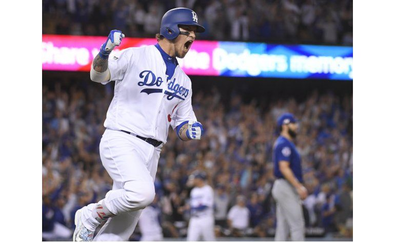 Con jonrón de Grandal y gran pitcheo, Dodgers toman ventaja