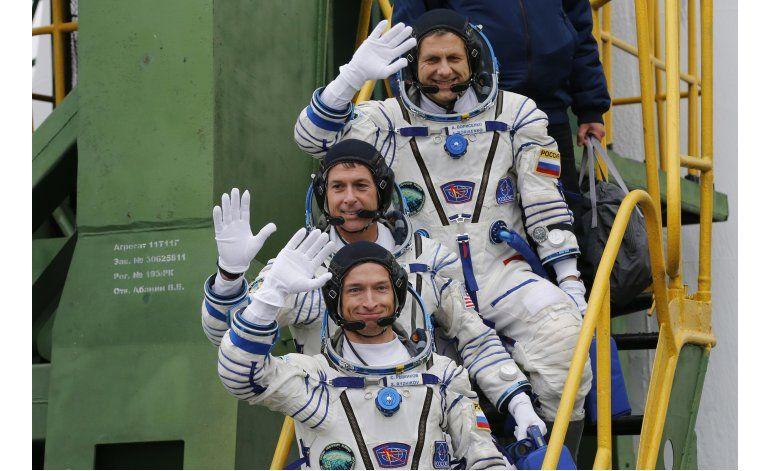 Tres tripulantes salen de Baikonur hacia Estación Espacial