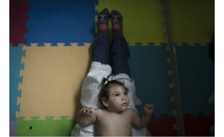 Madres de bebés con zika pidan más ayuda en Brasil