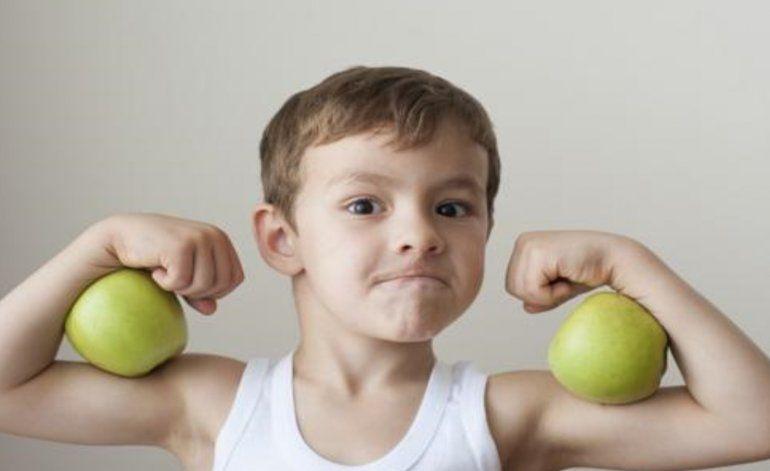 Los 4 hábitos alimenticios que se pueden aprender de los niños