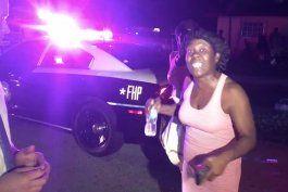 mujer interrumpe bruscamente a periodista de america teve en pleno reportaje
