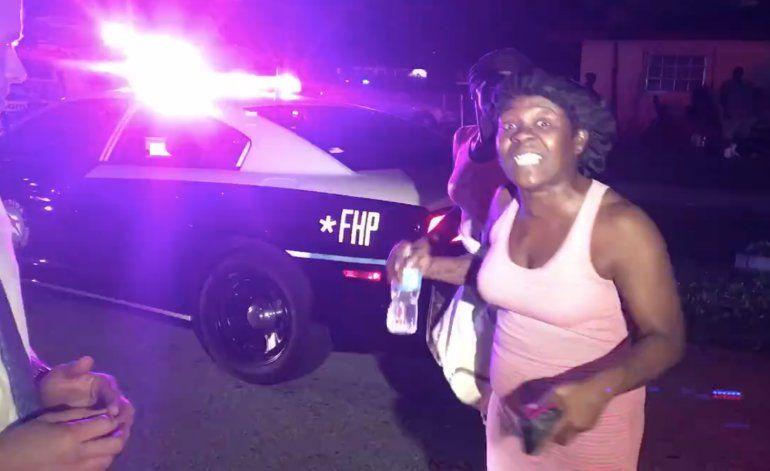 Mujer interrumpe bruscamente a periodista de América Tevé en pleno reportaje