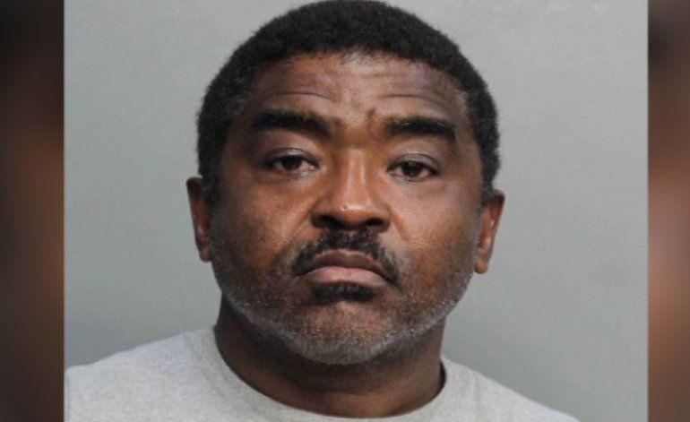 Compareció en corte predicador religioso acusado de llevar a la prostitución a un sinfín de adolescentes