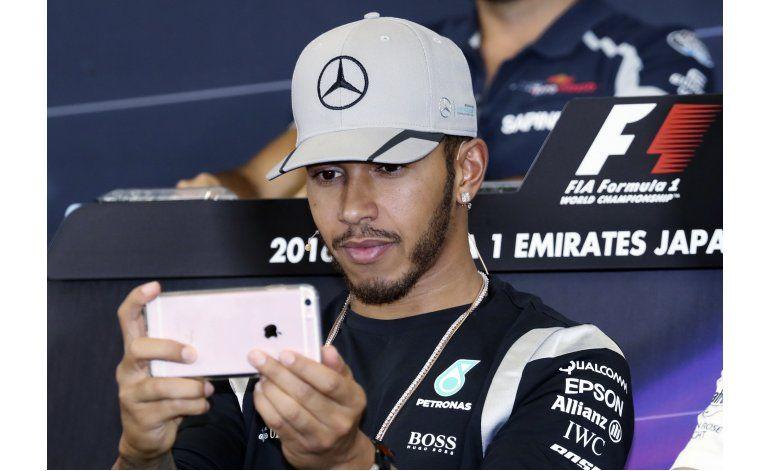 Lewis Hamilton prevé más fotos y diversión