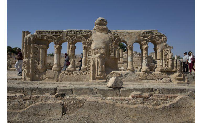 Exhiben brevemente gran mosaico antiguo en ciudad cisjordana
