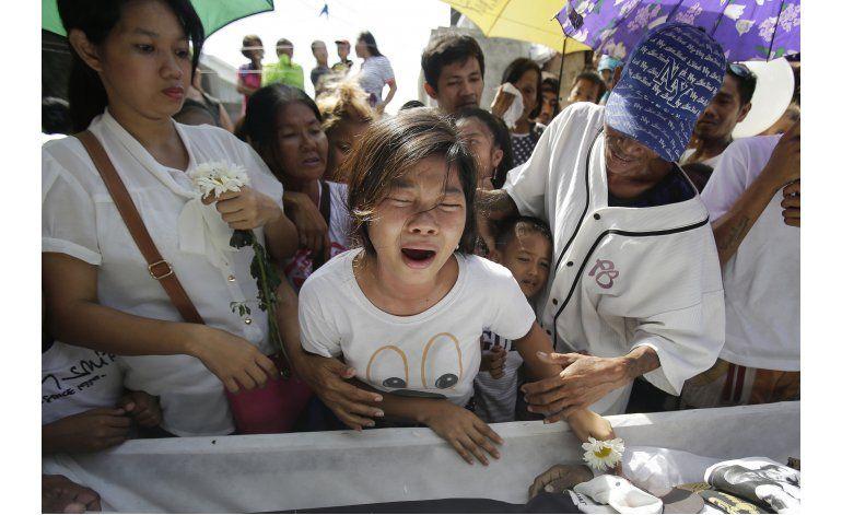 Familias abrumadas por guerra contra las drogas en Filipinas