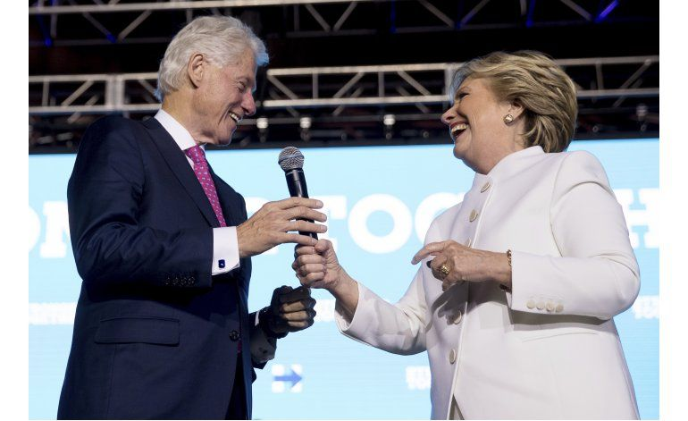 LO ULTIMO: Trump es abucheado por insultos a Clinton