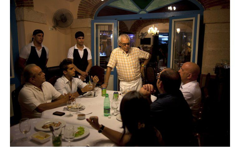 Cuba congela entrega de licencias para restaurantes privados