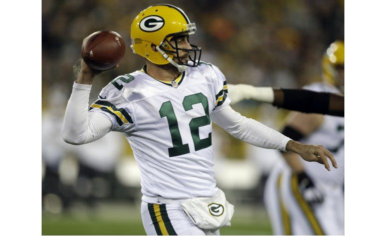 Rodgers lanza 3 pases de touchdown; Packers ganan
