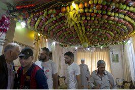 israelies y palestinos son bienvenidos en aldea samaritana