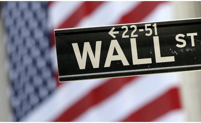Wall Street cierra con bajas ante caída de combustibles