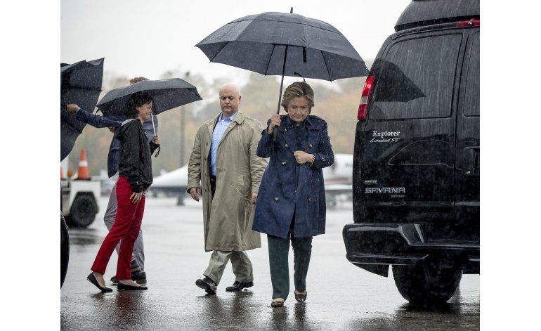 Envían polvo sospechoso a oficina de campaña de Clinton