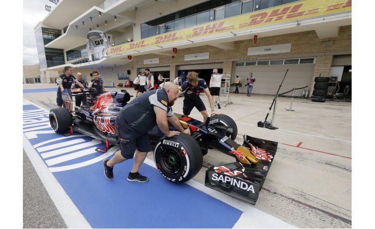 Kvyat permanecerá con Toro Rosso en 2017