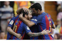 messi y suarez rescatan triunfo para barcelona en valencia