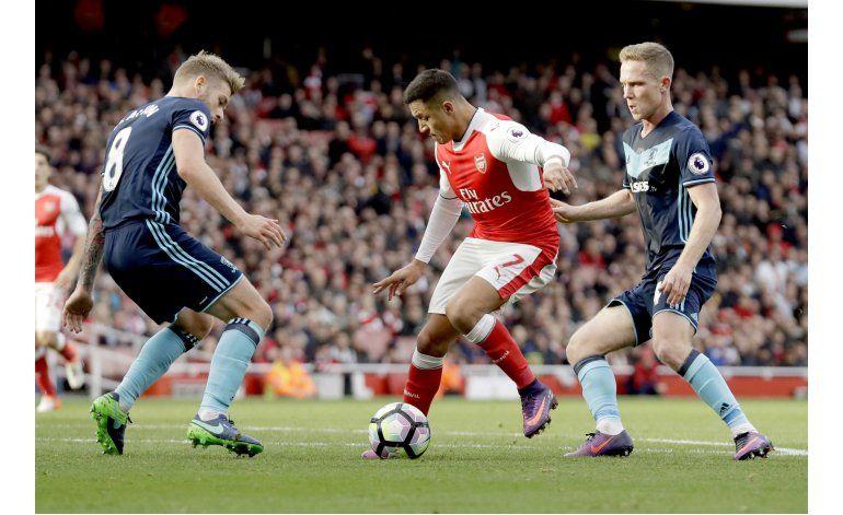 Liverpool gana, Arsenal empata y es líder en liga Premier