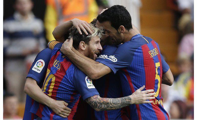Messi y Suárez rescatan triunfo para Barcelona en Valencia