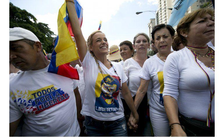 Asamblea venezolana acusa a Maduro de dar un golpe de Estado