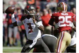 winston lanza para 3 touchdowns para vencer a 49ers