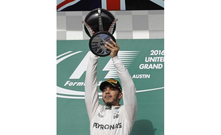Hamilton gana GP de EEUU y sigue peleando por el título
